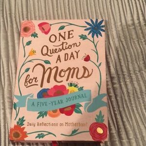 ONE QUESTION A DAY FOR MOMS Journal